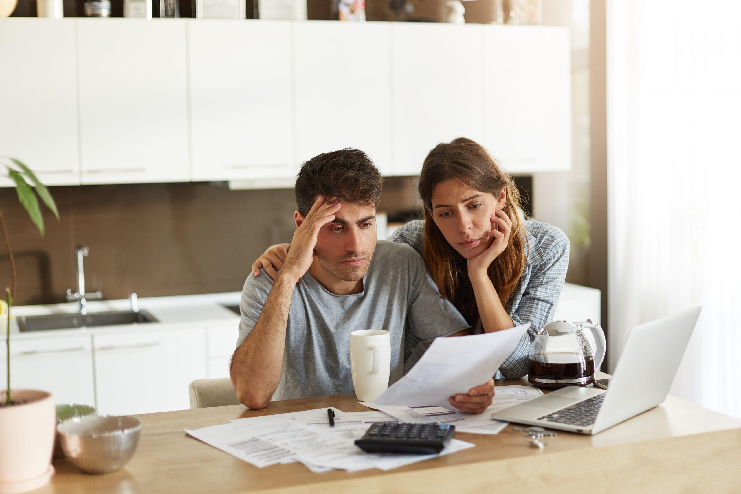 fiscal, economía, CFDI, SAT, lista negra, contribuyente, adeudo, obligaciones fiscales, factura, hacienda, PIB, código fiscal